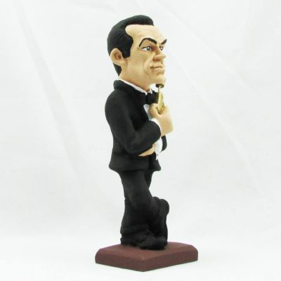 figura james bond pierce